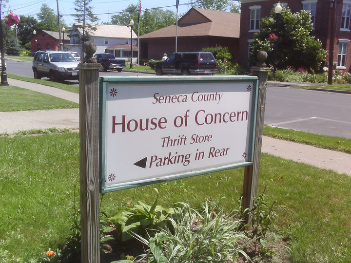 Bonafiglia Family gives $5,000 to House of Concern as need in Seneca County grows